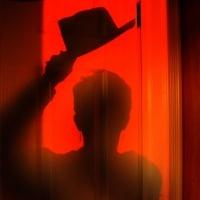 Chapeau noir dans l'ombre